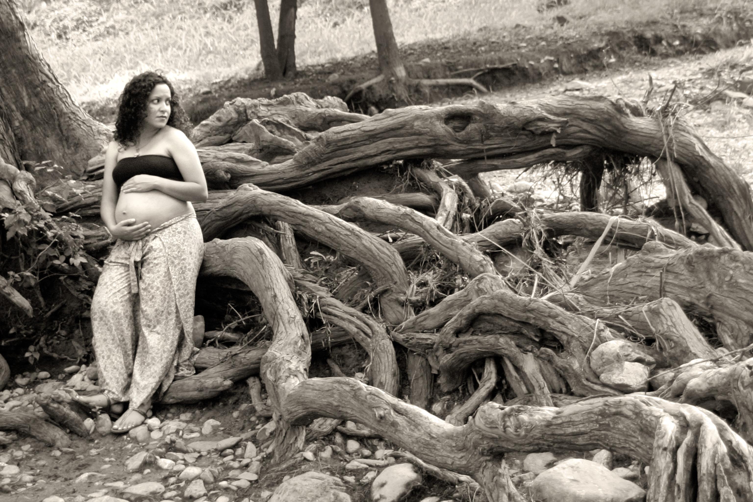 fotos de maternidad en un parque de monterrey